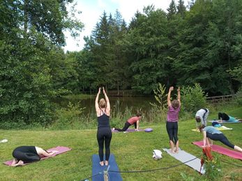 Sonnengrüße am See, Yoga-Retreat BaWü